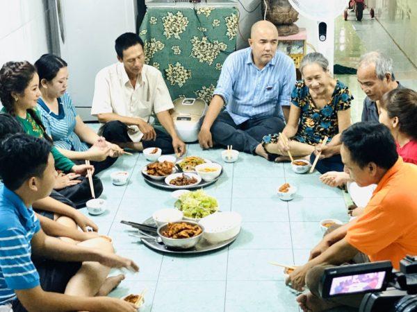 """Bồi hồi nhớ bữa cơm nhà qua chương trình """"Gõ Cửa Thăm Nhà"""""""