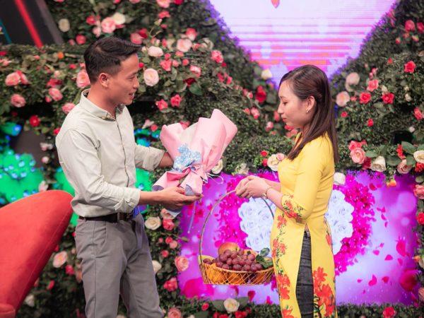 Bạn muốn hẹn hò: NSND Hồng Vân đại diện xem mắt đàng trai cho nữ công nhân