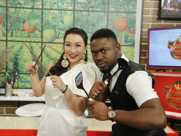 Bếp Chiến: Hot Youtuber Cee Jay bật mí về món ăn 'chỉ nấu cho một mình vợ'
